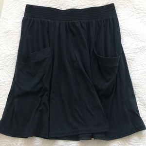 BDG black skirt with two front pockets